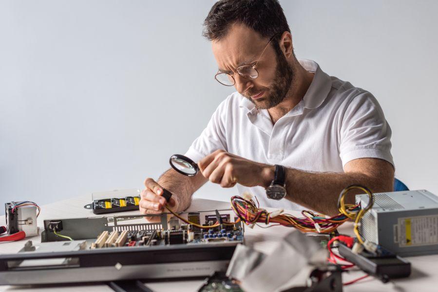 naprawiacz komputerowy